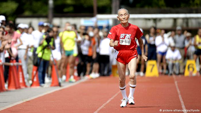 Golden Bolt looks the part at well-documented race at age 105. But he's 8 seconds short of WR.