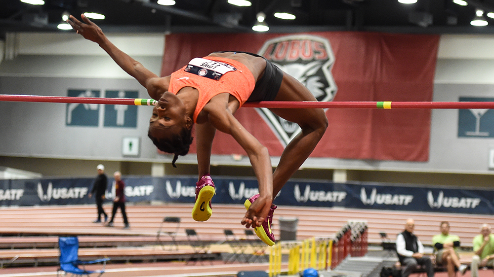 Chaunte Lowe clears 1.94 as a 32-year-old.