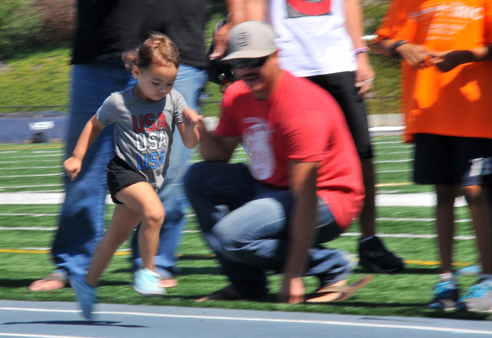 Ellie Nenow races back to the start line.