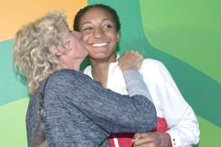 Masters mom gives Olympic champ a kiss.
