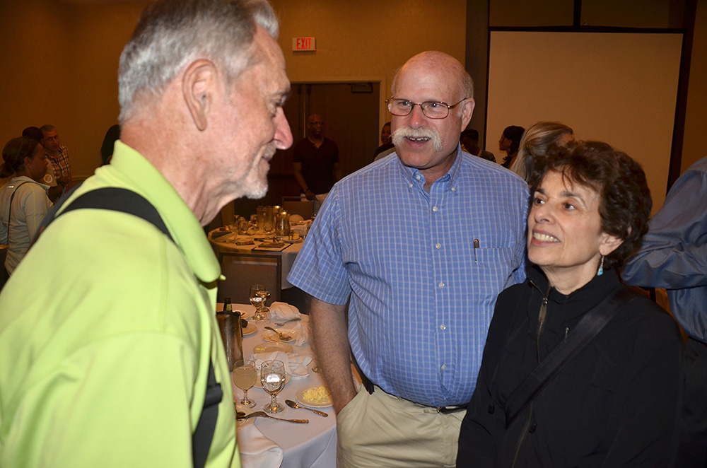 Rex chats with Jerry Bookin-Weiner and wife at Michigan nationals banquet.